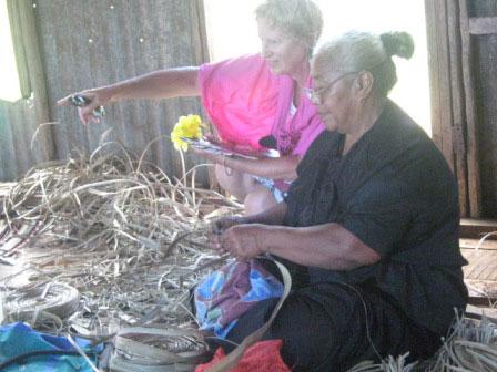women-weaving-in-hunga-village-2